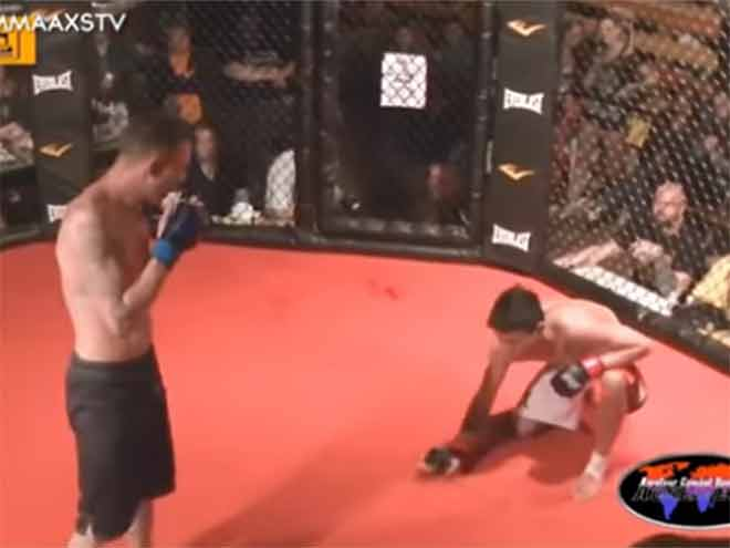 MMA có một không hai: Đang thắng, tự đầu hàng vì khâm phục đối thủ 1