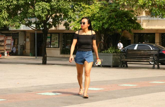 Sài Gòn trở lạnh, nhiều cô gái vẫn giữ thói quen ăn vận thoáng mát - 6