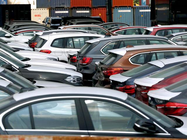 Ô tô nhập khẩu tràn về Việt Nam trong tháng 12