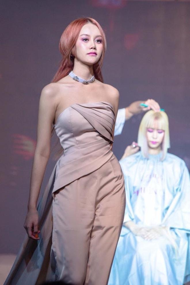Vẻ đẹp thiên thần động lòng người của mẫu Thái Lan 19 tuổi vừa tự tử - 1
