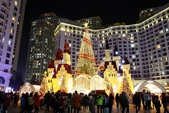 Những địa điểm chơi Noel đẹp ngỡ trời Âu giữa lòng Hà Nội - 3