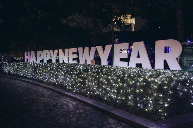 """""""Lạc lối"""" trong vườn ánh sáng độc nhất ở Sài Gòn dịp Giáng sinh - 4"""