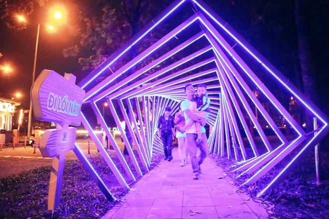 """""""Lạc lối"""" trong vườn ánh sáng độc nhất ở Sài Gòn dịp Giáng sinh - 2"""