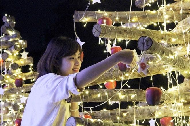 """""""Lạc lối"""" trong vườn ánh sáng độc nhất ở Sài Gòn dịp Giáng sinh - 8"""