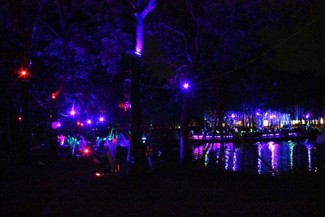 """""""Lạc lối"""" trong vườn ánh sáng độc nhất ở Sài Gòn dịp Giáng sinh - 17"""