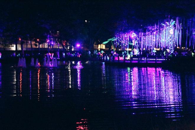 """""""Lạc lối"""" trong vườn ánh sáng độc nhất ở Sài Gòn dịp Giáng sinh - 10"""