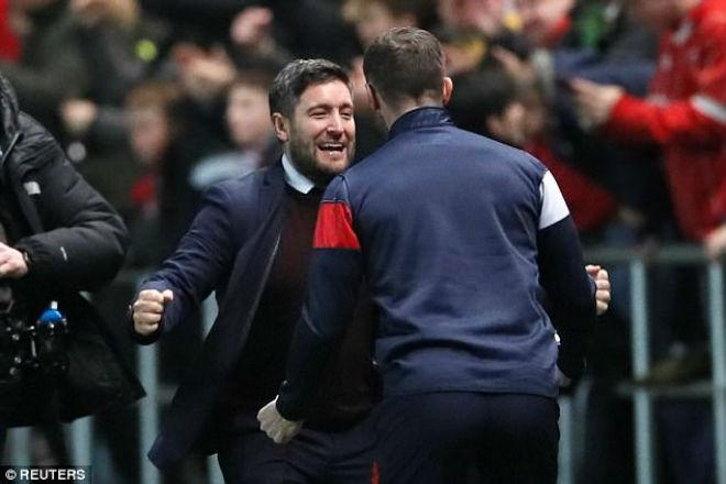 """MU thua sốc """"đội tí hon"""", Mourinho 4 lần nói từ """"may mắn"""" 3"""