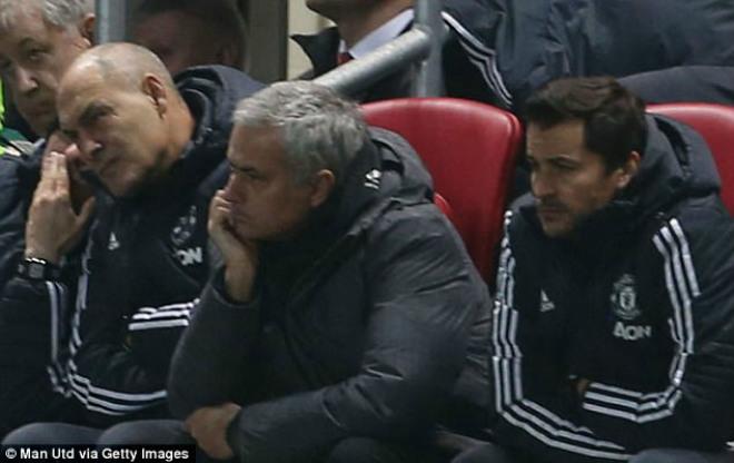 """MU thua sốc """"đội tí hon"""", Mourinho 4 lần nói từ """"may mắn"""" 2"""