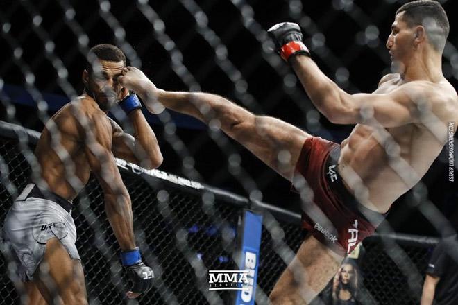 """Vệ sỹ của Neymar gây choáng váng UFC: 59 giây đá bay """"quái kiệt"""" 1"""