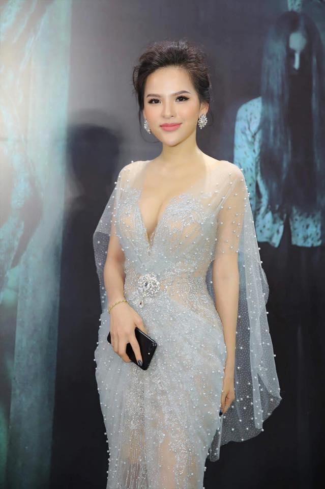 Ngân 98 dẫn đầu top mỹ nữ Việt mặc táo bạo nhất năm 2017 - 8