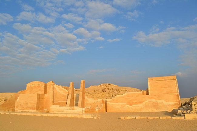 Memphis, Ai Cập: Memphis là một thành phố cổ xưa và huyền thoại ở Ai Cập, nằm ở phía nam sông Nile. Với bề dầy lịch sử và văn hóa, thành phố có rất nhiều kiến trúc ấn tượng còn sót lại từ thời cổ đại.