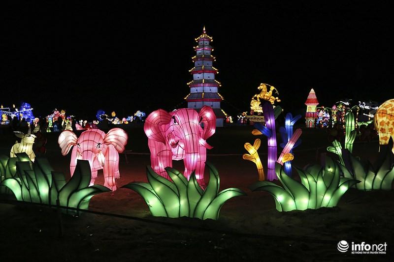 Lung linh sắc màu tại lễ hội đèn lồng lớn nhất TP.HCM - 7