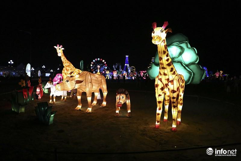 Lung linh sắc màu tại lễ hội đèn lồng lớn nhất TP.HCM - 10