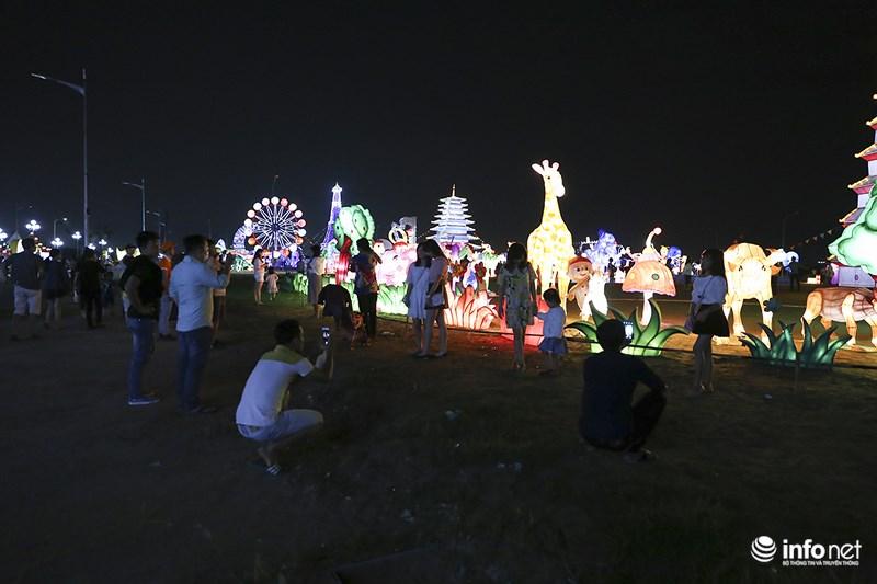 Lung linh sắc màu tại lễ hội đèn lồng lớn nhất TP.HCM - 12
