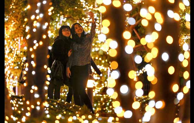 Những bí kíp chụp ảnh đẹp lung linh đêm Giáng Sinh - 7