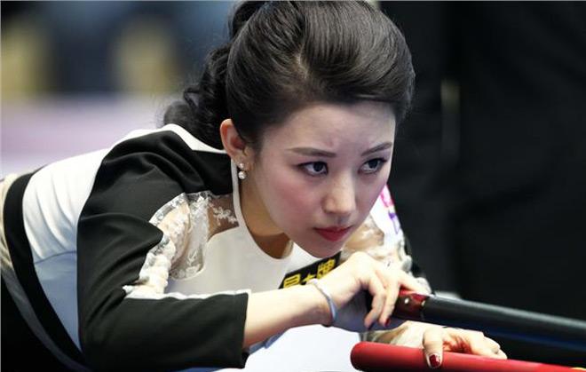 """Ngỡ ngàng: Kiều nữ bi-a Trung Quốc thua trận vì """"tai nạn đỏ mặt"""" 3"""