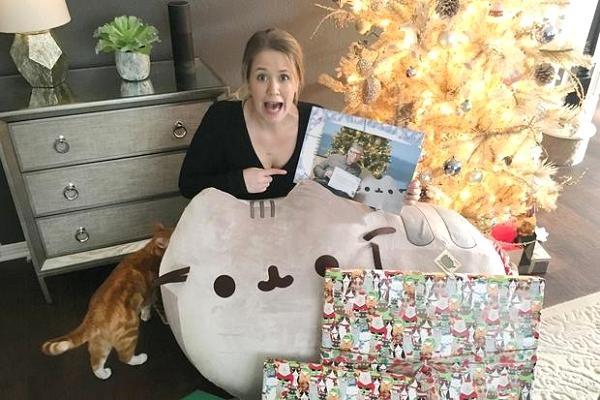 Fan nữ vỡ òa khi nhận được quà Giáng sinh từ Bill Gates