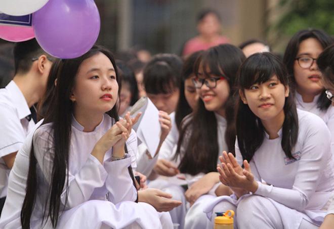 TP.HCM: Học sinh, sinh viên nghỉ học từ trưa 25/12 tránh bão số 16