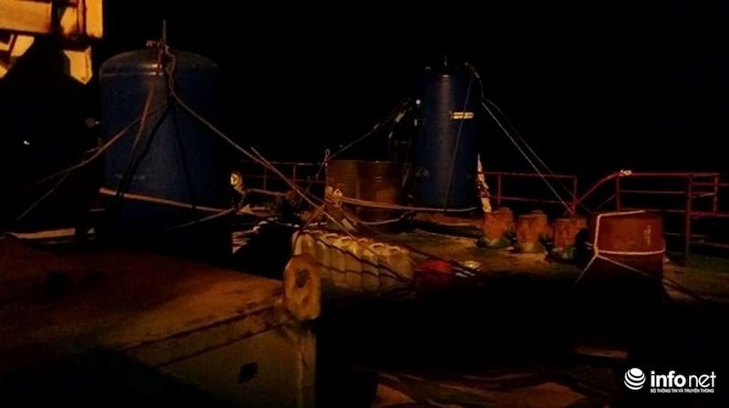 Bão Tembin đổ bộ: Trực tiếp từ mỏ Rồng, mỏ Bạch Hổ, sóng cao 10m đánh dữ dội - 4