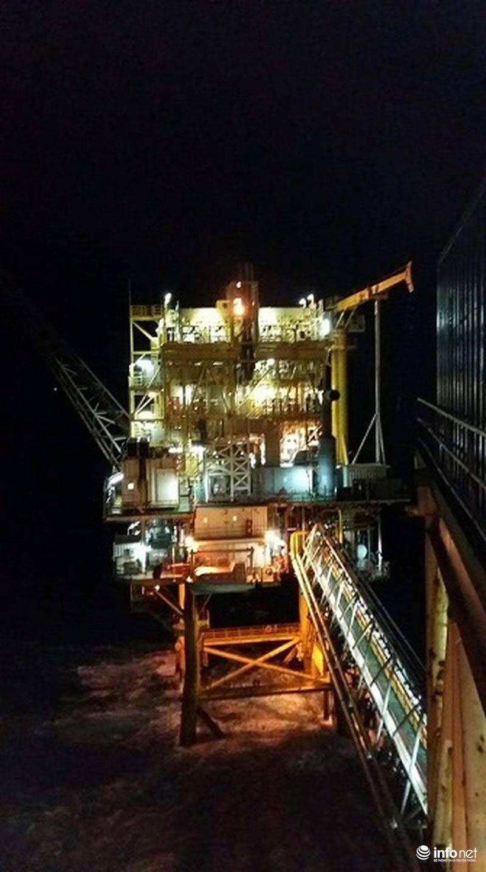 Bão Tembin đổ bộ: Trực tiếp từ mỏ Rồng, mỏ Bạch Hổ, sóng cao 10m đánh dữ dội - 6