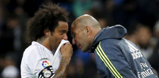 """Tin HOT bóng đá tối 25/12: Perez bảo vệ Zidane sau """"thảm họa"""" Siêu kinh điển 2"""