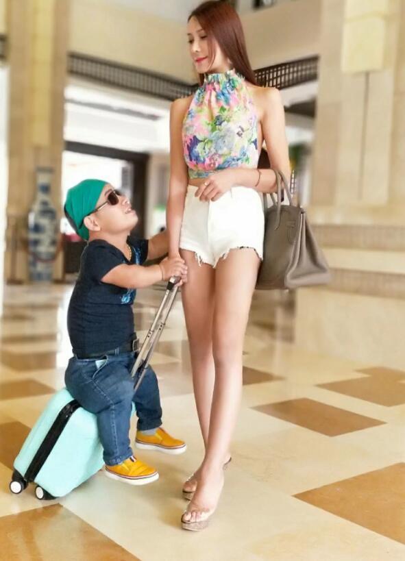 """""""Phan Kim Liên"""" khoe bạn trai cao 1 mét - 4"""