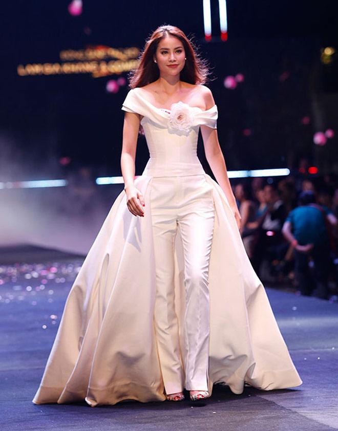 Hoa hậu Kỳ Duyên: Ngôi sao đường băng đắt show nhất năm 2017? - 9