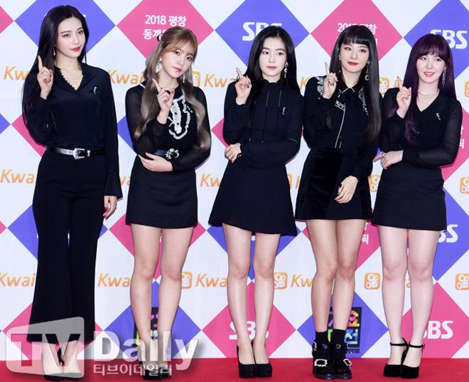 Sao Hàn đeo ruy băng màu đen trên thảm đỏ tưởng nhớ Jong Hyun - 2