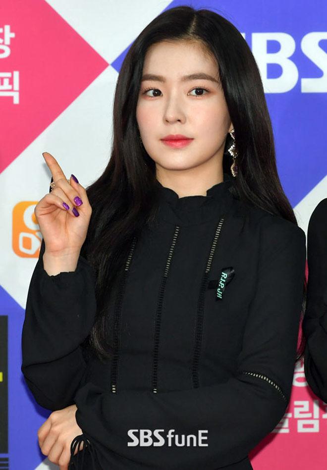 Sao Hàn đeo ruy băng màu đen trên thảm đỏ tưởng nhớ Jong Hyun - 3