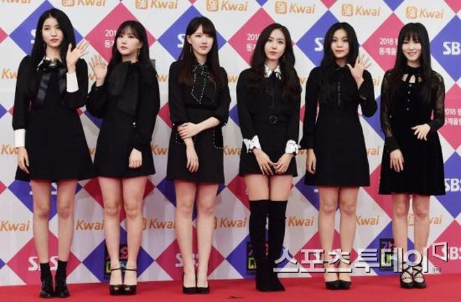 Sao Hàn đeo ruy băng màu đen trên thảm đỏ tưởng nhớ Jong Hyun - 13