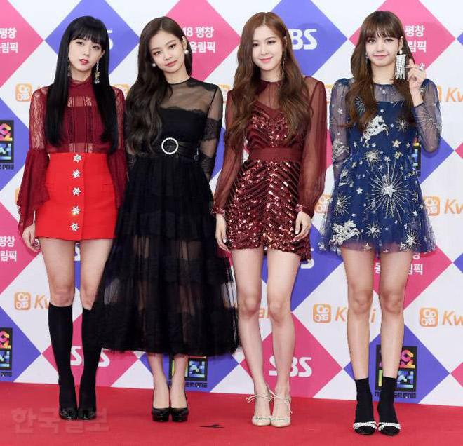 Sao Hàn đeo ruy băng màu đen trên thảm đỏ tưởng nhớ Jong Hyun - 11