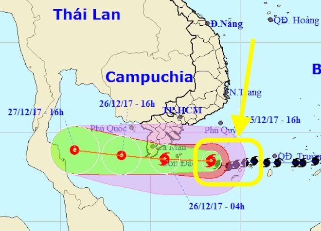 """Giải mã """"cú ôm cua"""" ngoạn mục rồi giảm tốc của bão Tembin - 1"""