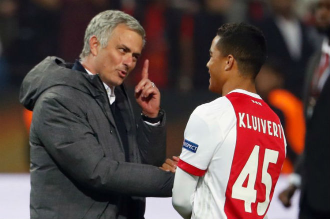 Chuyển nhượng MU: Phẫn uất Mourinho, Blind muốn đến Barcelona - 4