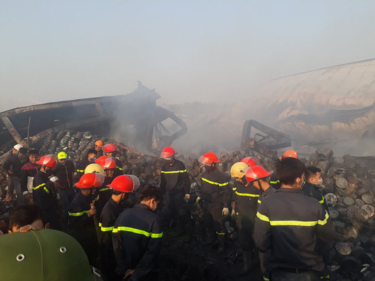 Vụ cháy công ty bánh kẹo: Tìm thấy thêm 2 thi thể cháy đen - 11