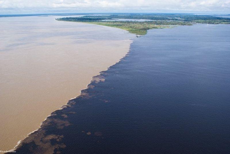Bí ẩn dòng sông có hai màu nước không hòa lẫn - 8