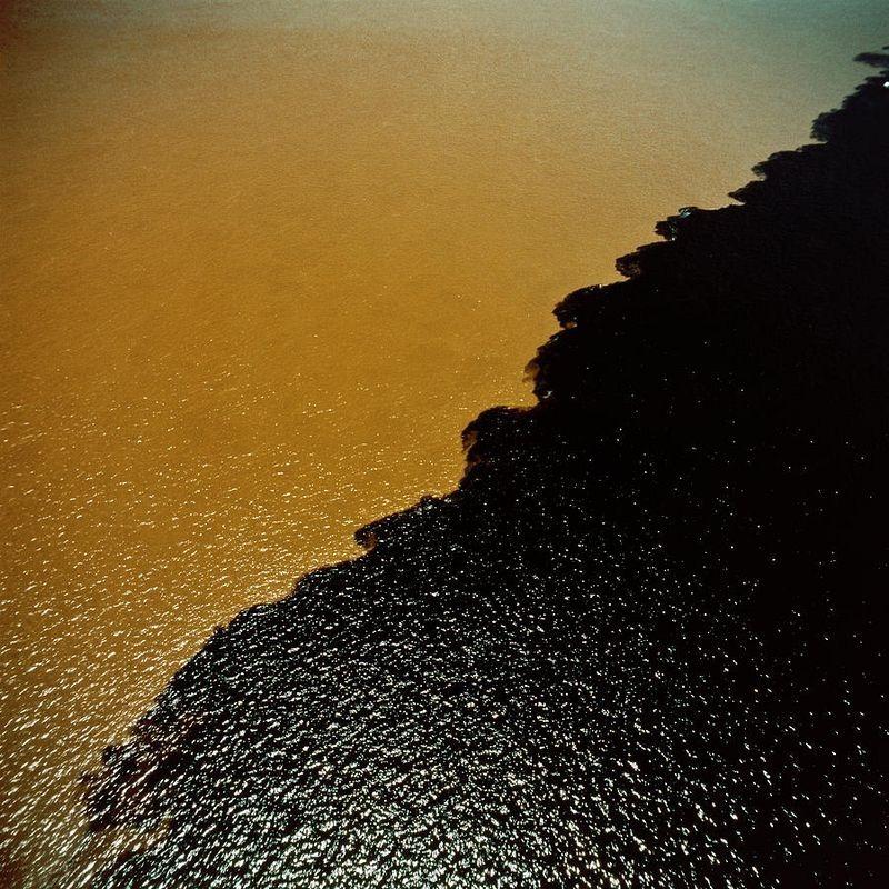 Bí ẩn dòng sông có hai màu nước không hòa lẫn - 7