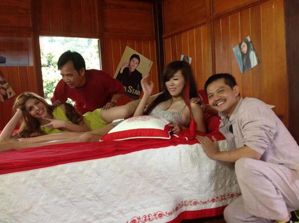 Nhìn lại loạt váy áo gợi cảm của mỹ nhân Việt diễn hài Tết - 8