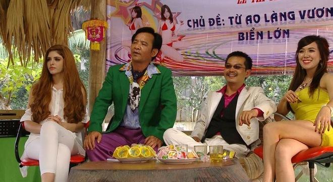 Nhìn lại loạt váy áo gợi cảm của mỹ nhân Việt diễn hài Tết - 7