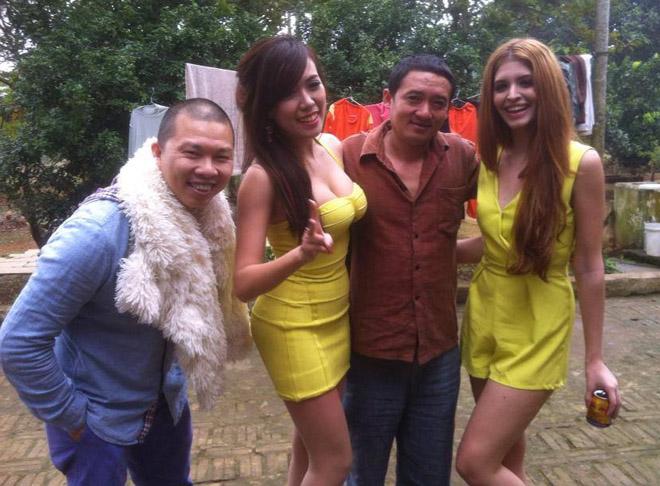 Nhìn lại loạt váy áo gợi cảm của mỹ nhân Việt diễn hài Tết - 6