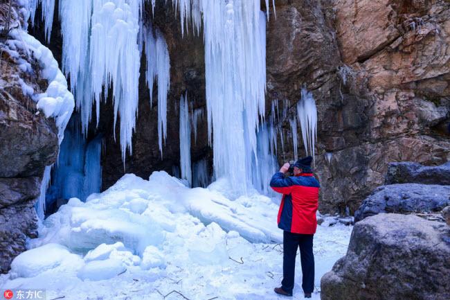 Ngắm thác băng nhân tạo đẹp mê hồn ở Trung Quốc - 6