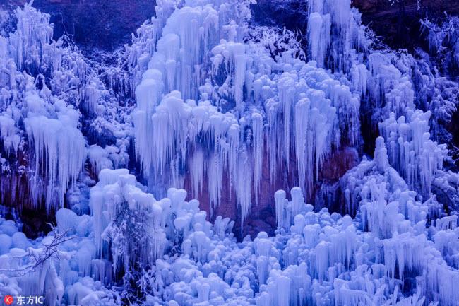 Ngắm thác băng nhân tạo đẹp mê hồn ở Trung Quốc - 8