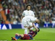 """Bóng đá - Thua Barca: """"Đại ca"""" Ramos đập phá, tố 2 """"cừu đen"""", Real đại loạn"""