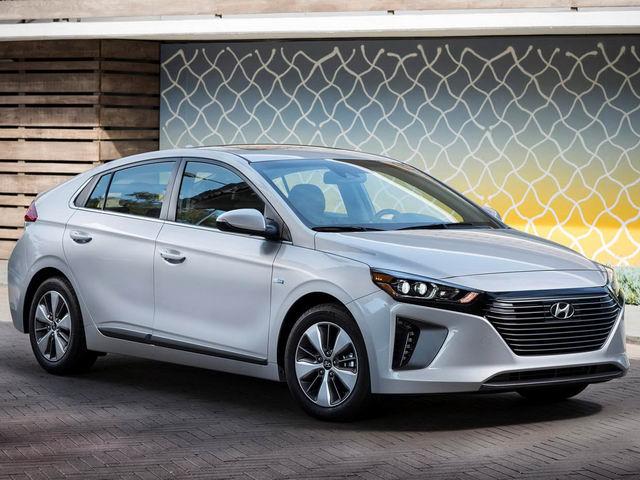 Hyundai Ioniq PHEV 2018 có giá từ 566 triệu đồng