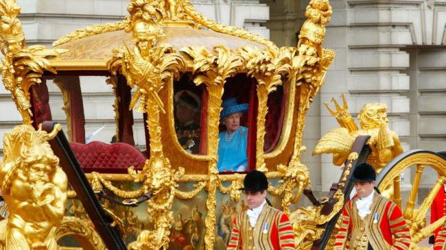 Khám phá bên trong nơi ở xa hoa của Nữ hoàng Anh - 9
