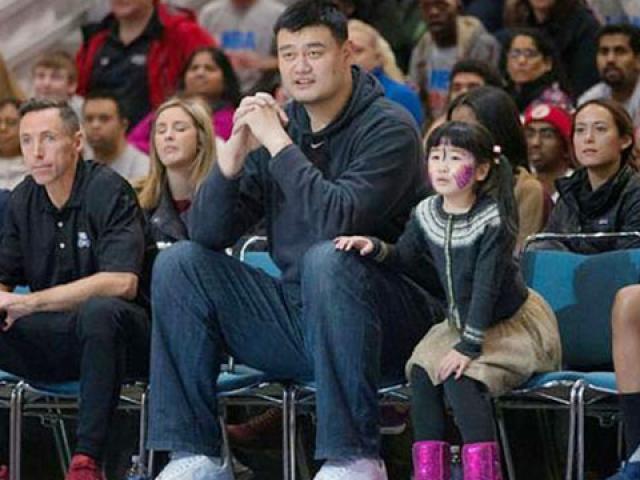 Người khổng lồ 2m16 gặp bi kịch: 14 tuổi cao 1m98, tài ngang Yao Ming 5