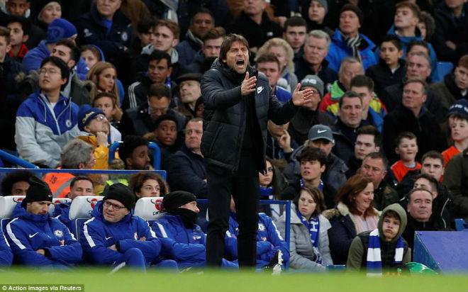 Chelsea thắng nhàn: Conte mong điều bình dị, mỉa mai MU và Arsenal 3