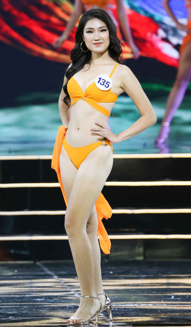 Bật mí cô gái đang được ái mộ nhất ở Hoa hậu Hoàn vũ VN - 12