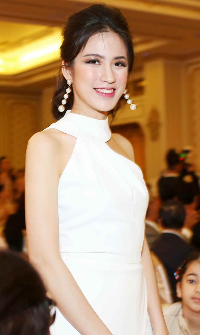 Bật mí cô gái đang được ái mộ nhất ở Hoa hậu Hoàn vũ VN - 14
