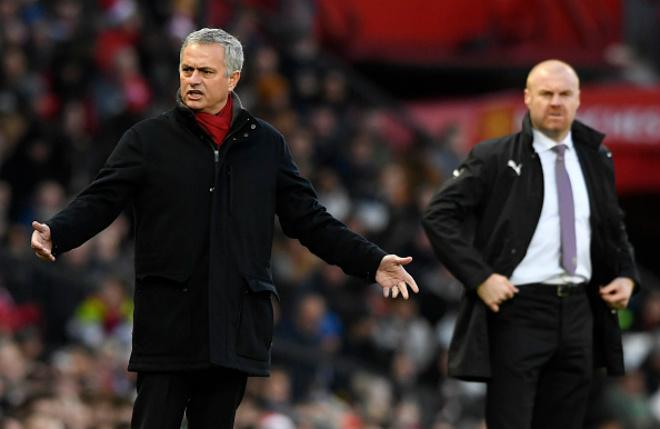 """MU – Mourinho sẽ tỏa sáng: Sir Alex Ferguson ủng hộ """"dựng xe buýt"""" - 1"""