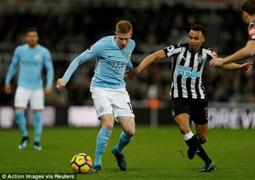 """Chi tiết Newcastle - Man City: Cú đánh đầu """"thót tim"""" (KT) 21"""